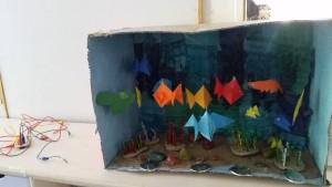 Ett interaktivt tittut-skåp med tema vatten på förskolan Spargrisen
