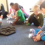 Barnen på förskolan Ekebo bekantar sig med Beebots